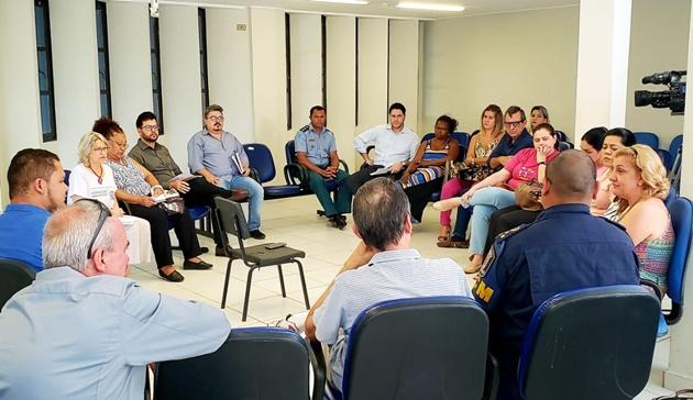 Representantes de diferentes instituições discutiram veto à venda e consumo de bebidas, narguilé e drogas durante o Carnaval em Campo Grande. (Foto: Pedro Amaral)