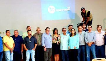 Autoridades, personalidades da sociedade civil e da imprensa acompanharam lançamento da nova programação da TVE Cultura em Dourados. (Foto: Maurício Borges)
