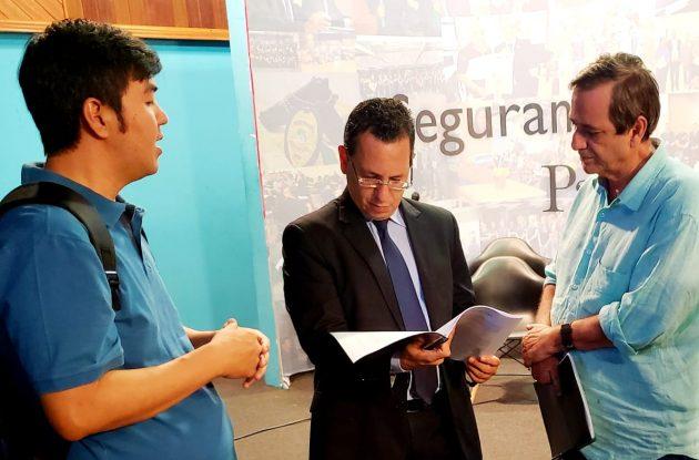 Procurador-geral de Justiça Paulo Passos (ao centro) avalia a possibilidade de ampliar cooperação com a Fertel. (Foto: Pedro Amaral)