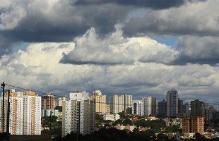 Capital deve ter um dia de céu parcialmente nublado com chuvas isoladas entre a tarde e a noite. (Foto: Edemir Rodrigues/Subcom/Arquivo)