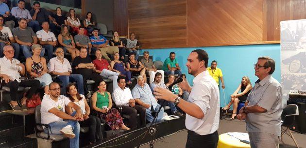 Luiz Otávio falou aos presentes sobre deliberações do governo estadual para a Fertel. (Foto: Maurício Borges)