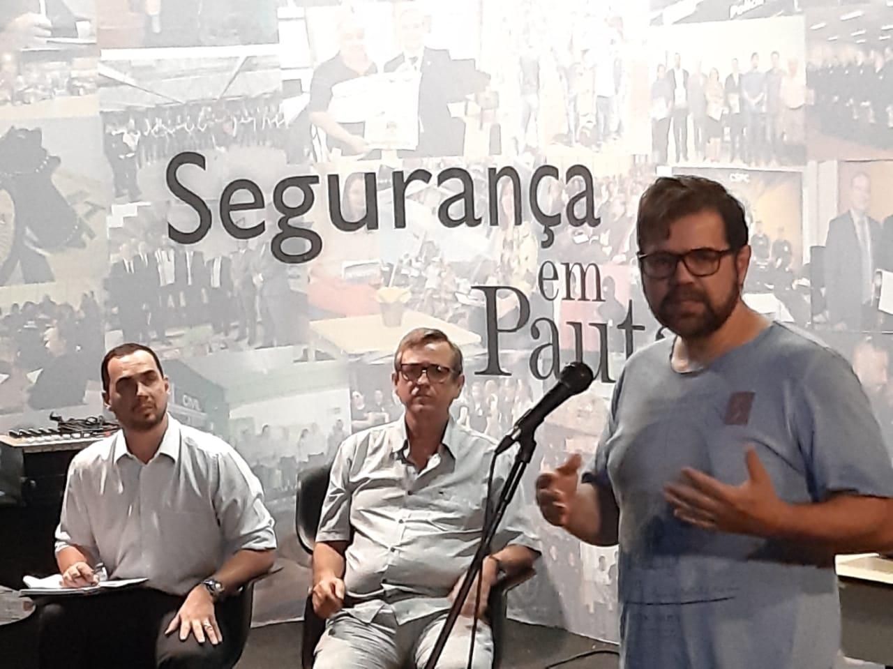 Carlos Dihl, com Luiz Otávio e Bosco ao fundo: responsabilidade dos servidores. (Foto: Humberto Marques)