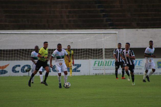 Operário bateu o Novo no Morenão e segue vivo no Estadual, Giro do Esporte fala da rodada. (Foto: Cláudio Severo/FFMS)