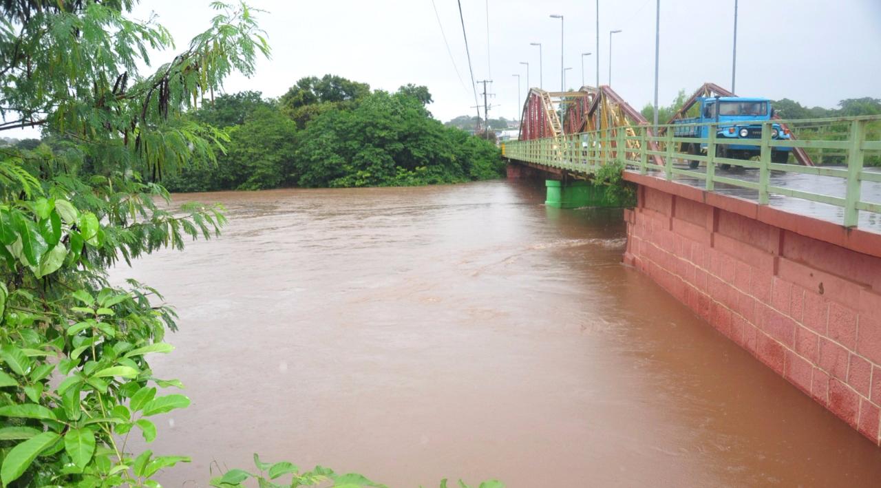 Nível do rio Aquidauana subiu 117% em um curto espaço de tempo, chegando a 6 metros, um a menos do necessário para decretação de estado de emergência. (foto: Subcom/Arquivo)
