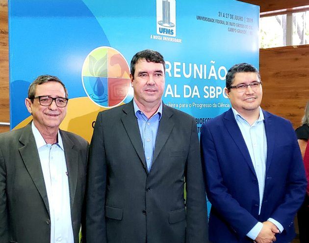 Da esquerda para a direita: Bosco Martins, Eduardo Riedel e Márcio de Araújo, diretor-presidente da Fundect (Fundação de Apoio ao Desenvolvimento do Ensino, Ciência e Tecnologia de Mato Grosso do Sul)