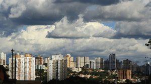 Previsão ainda é de chuva para a Capital, mas tempo melhora no Estado. (Foto: Edemir Rodrigues/Subcom)