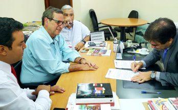 À esquerda,, Danilo Magalhães, Bosco Martins e Cezar Roriz, na reunião com o procurador do trabalho Odracil Hecht que garantiu a destinação de R$ 200 mil de multas apuradas pelo MPT para a Fertel