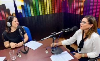 Maristela Cantadori entrevista Shirley Alencar (à direita), que falou ao Bom Dia Campo Grande sobre a edição do Bar Freud desta quarta-feira. (Foto: Daniela Lima)