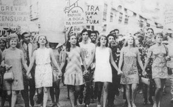 Passeada em prol dos direitos das mulheres realizada em 1968; Panorama MS discute avanços conquistados no setor. (Foto: Reprodução)