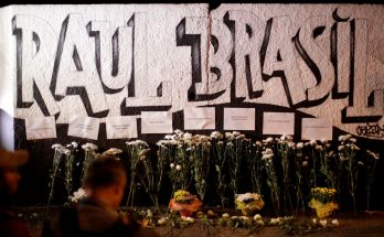 Homenagens às vítimas do tiroteio na escola Raul Brasil, em Suzano, São Paulo. (Foto: Ueslei Marcelino/Reuters/Reprodução)