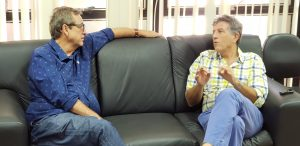 LEGENDA: Bosco Martins e Murilo Zauith durante reunião na Seinfra na quarta-feira. (Foto: Fertel)