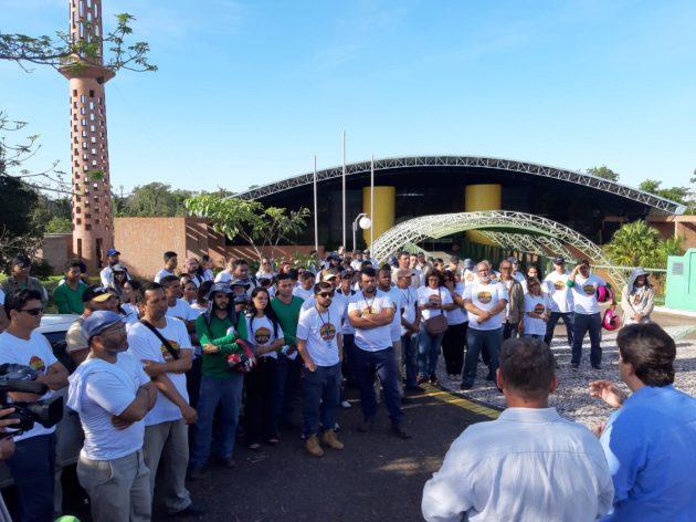Equipes de combate ao mosquito Aedes aegypti se reuniram em frente à Fertel, de onde seguiram para as demais dependências do Parque dos Poderes. (Foto: Humberto Marques)