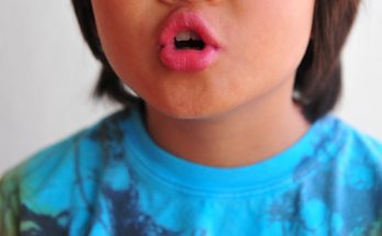 Minuto da Saúde abordou problema enfrentado por crianças que trocam letras ao falar. (Foto: WikiHow/Reprodução)