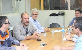 Catarinelli (à esquerda) recebeu detalhes sobre a operação da TBG de equipe da empresa. (Foto: Pedro Amaral/Fertel)