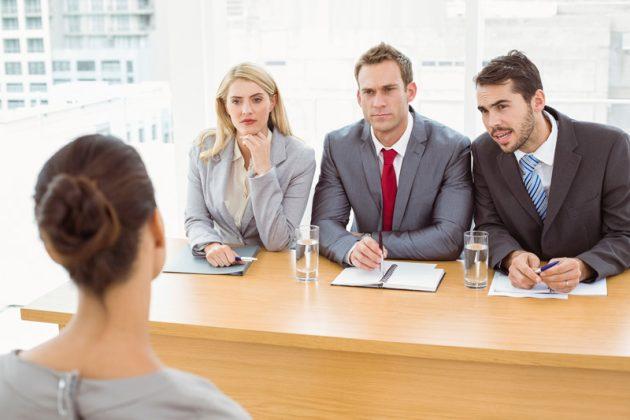 Entrevista de emprego costuma causar preocupações, principalmente para quem busca a primeira oportunidade profissional. (Foto: About Manchester/Reprodução)