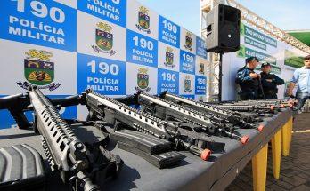Entrega de viaturas e armas em Três Lagoas; Estado amplia investimentos e vê índices de criminalidade recuarem. (Foto: Edemir Rodrigues/Subcom)
