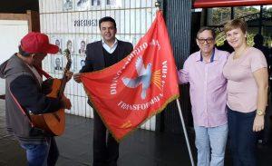 Um dos alferes, Danilo Magalhães, Bosco Martins e Luciane Souza. (Foto: Iasmin Biolo/Fertel)