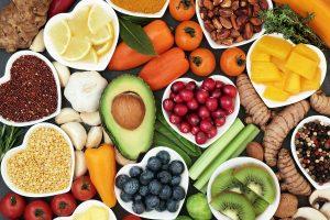 Nutricionista reforça que consumo de vitaminas é mais benéfico para a saúde quando feito a partir dos alimentos. (Foto: Brasil Escola/Reprodução)
