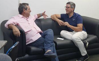 Bosco Martins e Rodrigo Terra acertaram detalhes sobre a transmissão da Copa Campo Grande de Futebol Amador e divulgação dos Jogos Radicais Urbanos. (Foto: Pedro Amaral/Fertel)