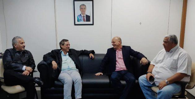 Alves, Bosco, Adib e Cezar Roriz, diretor da TVE Cultura, em reunião na sede da Fertel. (Foto: Iasmin Biolo/Fertel)