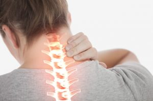 Torcicolo é incômodo comum causado por questões como a má postura. (Foto: Reprodução)