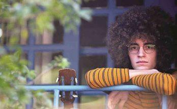 Aos 20 anos, Chico Bernardes tem conquistado destaque com seu primeiro disco. (Foto: Reprodução)