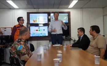 Verruck (em pé ao centro) anunciou decreto que será usado para busca de auxílio e ações emergenciais no combate às queimadas. (Foto: Pedro Amaral/Fertel)