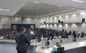 Enéas Netto falou à Câmara Municipal sobre projeto que pretende converter o Hotel Campo Grande em um residencial popular. (Foto: CMCG/Divulgação)