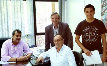 Da esquerda para a direita: Flávio Brito, chefe de Gabinete da SES, o prefeito , Odilson Soares (sentado), Bosco Martins (Fertel) e o arquiteto Carlos Sanches (Prefeitura de Bonito), em discussão sobre projeto de ampliação do Hospital Darci Bigatão. (Foto: Divulgação)