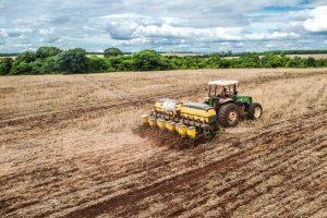 Plantio de soja em MS; Estado emplacou 14 cidades entre aquelas com os maiores valores de produção agropecuária do Brasil. (Foto: João Carlos Castro/Sistema Famasul)