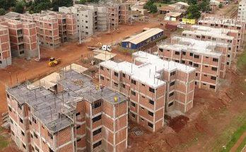 Obras de conjunto residencial em Campo Grande; questão habitacional será debatida no Panorama MS. (Foto: Aurélio Miranda/PMCG/Arquivo)