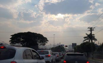 Céu sobre Campo Grande na quinta-feira, quando frente fria chegou ao Estado; sexta-feira terá temperaturas em elevação. (Foto: Humberto Marques)