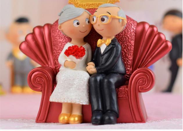 No Brasil, casamento de pessoas com mais de 70 anos tem a separação de bens como ponto de partida, mas pode ser repactuada em cartório. (Foto: Reprodução)