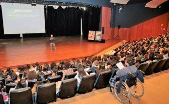 Aulão para o Enem realizado em agosto no Centro de Convenções Rubens Gil de Camillo pela Semju; intensivão de Redação será oferecido neste sábado (2) na Uniderp. (Foto: PMCG/Divulgação)