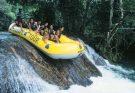 Passeio de bote por cachoeiras do rio Formoso. (Foto: Divulgação)
