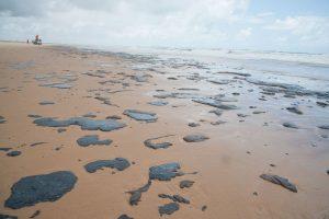 Mancha de óleo também frustrou quem adquiriu pacotes para visitar praias do Nordeste; Procon-MS adverte sobre possibilidade de adiamento ou cancelamento das viagens. (Foto: Adema/Governo do Sergipe/Divulgação)