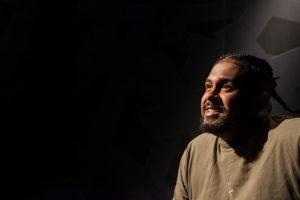 Revelação do rap nacional, Baco Exu do Blues fala de sua relação com o sucesso e da infância no #Provocações. (Foto: Divulgação/TV Cultura)