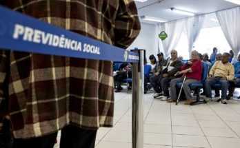 INSS passará a adotar uma idade mínima para concessão de aposentadorias; com regra de transição, ela começa aos 56 anos para as mulheres e 61 para os homens. (Foto: Agência Brasil/Arquivo)